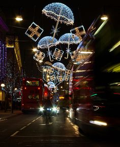 Christmas in Oxford Street, London ¸.•♥•. www.pinterest.com/WhoLoves/Christmas ¸.•♥•.¸¸¸ツ #Christmas
