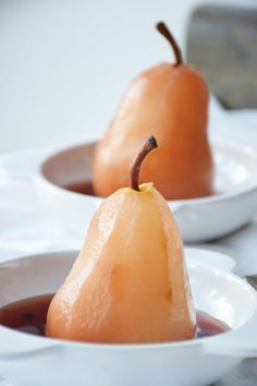 This champagne poached pears recipe can be served for brunch, lunch or dinner. Pear Recipes, Fruit Recipes, Wine Recipes, Dessert Recipes, Gourmet Desserts, Fun Desserts, Gourmet Recipes, Cooking Recipes, Sweets