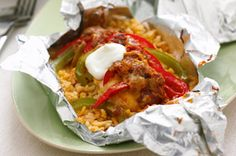 Foil-Pack Chicken Fajita Dinner recipe: Combine chicken breasts, peppers, salsa and more for an easy chicken fajita dinner. This Foil-Pack Chicken Fajita Dinner is easy on the cleanup crew. Kraft Recipes, Mexican Food Recipes, Dinner Recipes, Dinner Ideas, Dinner Dishes, Foil Pack Dinners, Chicken Fajitas, Steak Fajitas, Taco Chicken