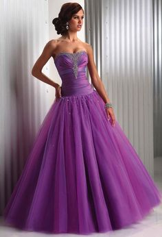 Lavender wedding gown! <3                          (rePinned 091413TLK)
