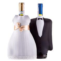 Jak zadbać o odpowiednią temperaturę drinków, czy wina przez całą noc? To proste – wystarczy butelki ubrać w sukienki i garnitury. Te zrobione z neoprenu wdzianka zapewnią trunkom idealną, chłodną temperaturę i sprawią, że goście będą z godziny na godzinę coraz bardziej uśmiechnięci. Zapadną też w pamięć wszystkim zgromadzonym, którzy przywykli do nudnych etykiet na butelkach.
