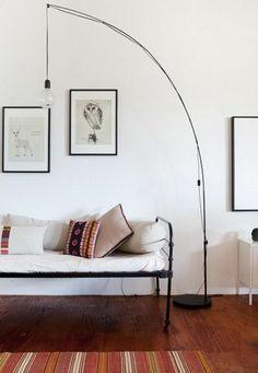 jolie variante de lampadaire conforama pour le salon avec canape gris et coussins