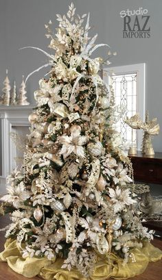 Don't want traditional Merry Christmas decorations? A pre lit white Christmas tree is just what you need. Try these white Christmas tree decorating ideas. White Christmas Tree Decorations, Elegant Christmas Trees, Gold Christmas Tree, Christmas Tree Design, Christmas Holidays, Christmas Photos, Rustic Christmas, Silver Decorated Christmas Trees, How To Decorate Christmas Tree