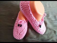 How to easy crochet mesh models, crochet models, crochet booties tutorial Flowers making Baby Booties, Baby Shoes, Crochet Stars, Shoes World, Knitted Slippers, Bare Foot Sandals, Crochet Basics, Sports Shoes, Diy And Crafts