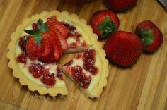 Strawberry Shortbread Cheese Tart