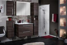 Großzügiger Waschtisch mit Spiegelschrank, zahlreiche Möglichkeiten zur Aufbewahrung durch eine Variation an Schränken und Unterschränken. Das und noch vieles mehr bietet die innovative Technik der Badmöbel- Serie Taris.