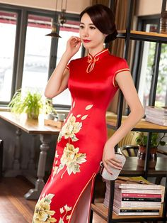 Chinese Traditional Red Big Flower Cheongsam Dress Long Chinese Party And Reception Dress Oriental Dress, Gown Pattern, Evening Party Gowns, Cheongsam Dress, Belleza Natural, Traditional Dresses, Traditional Chinese, Silk Dress, Party Dress