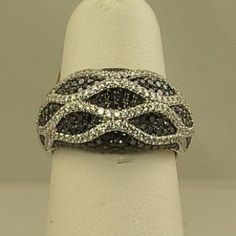 Ladies black and white diamond fashion ring JJ