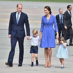 The Cambridge family departing Poland earlier today. #RoyalVisitPoland #royal #BritishRoyalty #monarchy #royalfashion #styleicon #diana #instalike #happy #willandkate #katemiddleton #instaroyals #kateduchessofcambridge #cambridge #prince #princewilliam #duchesskate #queen #king #harry
