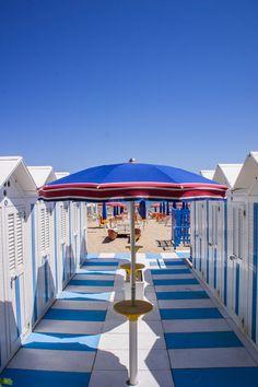 Beach Houses in Senigallia, Marche Region, Italy... inizio estate, credo, quando i turisti devono ancora arrivare...