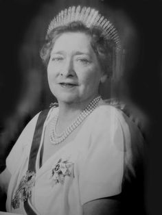 Queen Marie nee Princess Marie of Romania Tiara Royal Jewels, Crown Jewels, Serbia And Montenegro, Queen Victoria Family, Royal Life, Kaiser, Tiaras And Crowns, Ferdinand, Black And White Pictures
