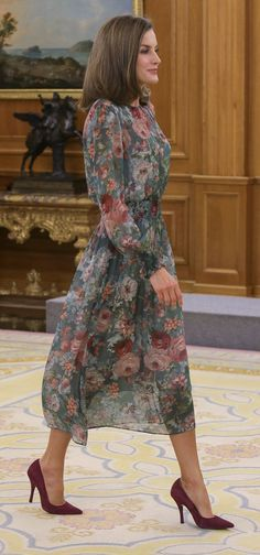 16 October 2017 - Queen Letizia meets with representatives of Rare Diseases Alliance at Zarzuela Palace - dress by Zara, shoes by Uterque
