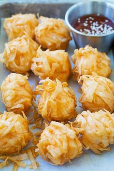 Easy Fried Shrimp Balls - Food And Drink Easy Chinese Recipes, Easy Delicious Recipes, Asian Recipes, Yummy Food, Chinese Appetizers, Finger Food Appetizers, Appetizer Recipes, Chinese Desserts, Shrimp Balls