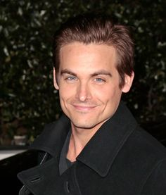 Kevin Zegers. Loved him since Airbud. What a stunner <3