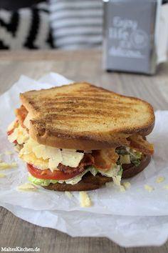 Caesar Sandwich mit Salat, Bacon, Hähnchenbrust, Parmesan und Caesar-Mayonnaise. #sandwich #food