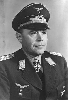 ✠ Albert Kesselring (30 November 1885 – 16 July 1960) RK 30.09.1939 General der Flieger Chef Luftflotte 1 und Befh. Ost