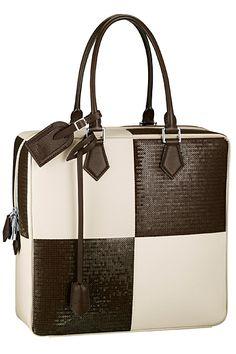 Louis Vuitton - Women's Accessories Defile 2013 Spring-Summer - LOOK 11 Louis Vuitton Online, Louis Vuitton Handbags, Vuitton Bag, Lv Handbags, My Bags, Purses And Bags, Bag Names, Beautiful Bags, Fashion Bags
