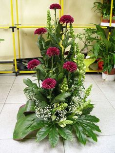 Idea Of Making Plant Pots At Home // Flower Pots From Cement Marbles // Home Decoration Ideas – Top Soop Large Flower Arrangements, Flower Arrangement Designs, Christmas Flower Arrangements, Funeral Flower Arrangements, Altar Flowers, Church Flowers, Funeral Flowers, Xmas Flowers, Deco Floral