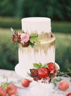 gold and white fall inspired wedding cake http://trendybride.net/amazing-wedding-cakes-part-i/ #trendybride
