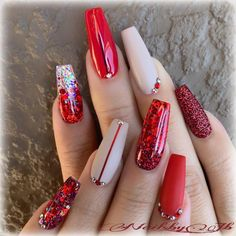 60 Best Winter Nail Art Design Ideas For Trendy Girls Red - ArtToNail coffin nails red and silver - Coffin Nails Cute Christmas Nails, Xmas Nails, Christmas Nail Designs, Christmas Acrylic Nails, Valentine Day Nails, Elegant Christmas, Simple Christmas, Christmas Holidays, Red Acrylic Nails