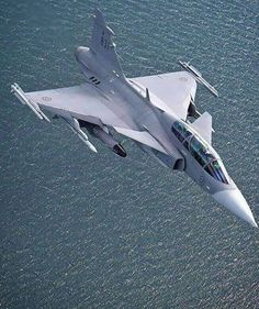 Multi role Fighter aircraft💗💗💗 in service with- _Swedish Air Force💖 _Hungarian Air Force❤ _South African Air FORCE… Airplane Fighter, Fighter Aircraft, Military Jets, Military Aircraft, Air Fighter, Fighter Jets, Saab Jas 39 Gripen, Swedish Air Force, South African Air Force