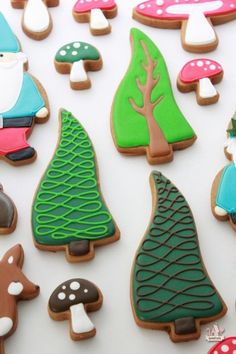 I'm in love with these trees!!!! Woodland Decorated Cookies | Sweetopia