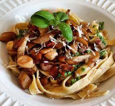 Tagliatelle med pesto og østerssopp Bolognese, Fritters, Pesto, Spaghetti, Ethnic Recipes, Food, Beignets, Essen, Meals