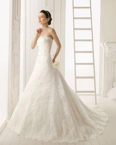 RABAT - Vestido de encaje, en color natural  T51 Diadema de pedrería en color plata