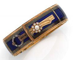 ANNEES 1860 BRACELET CEINTURE EMAIL BLEU rigide et ouvrant rehaussé d'émail bleu, d'une pe