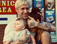 Ryan Gosling in The place beyond the pines. I like this photo coz Ryan got this beautiful smile, and coz we can't see Eva's face !!!!