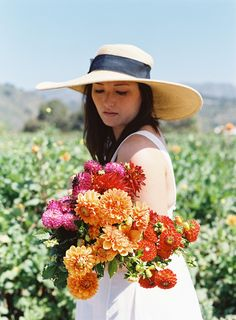 Every girl needs a big sunhat for vineyard and garden dates!  #santabarbarastyle #fashion #style