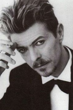 18 /France/Art Student ♦David Bowie - Sherlock - Doctor Who, and everything else awesome♠ F.G is a precious babe. Tin Machine, David Bowie Born, The Nobodies, Bowie Starman, The Thin White Duke, Major Tom, Ziggy Stardust, Someone Like You, Creative Photos