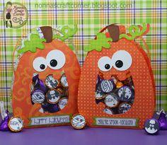 "Halloween treats using the ""Happy Pumpkin Treat Bag"". By Tanya Adams of Nonna's Craft Corner. Dulceros Halloween, Halloween Favors, Halloween Cards, Holidays Halloween, Halloween Treats, Halloween Centerpieces, Fall Paper Crafts, Halloween Paper Crafts, Candy Crafts"