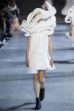 Défilé Viktor&Rolf Haute Couture printemps-été 2016 COUTURE