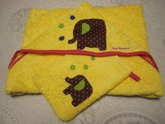 Sortie de bain jaune et son gant assorti motif éléphant qui bulle : Mode Bébé par pombergamote