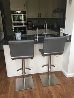 steve adjustable bar stool