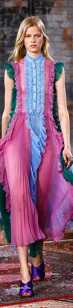Gucci Resort 2016 Source by psimadethis clothes hijab Colorful Fashion, I Love Fashion, Fashion Week, Fashion Details, Runway Fashion, High Fashion, Fashion Show, Womens Fashion, Fashion Design