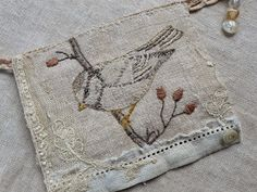 Gentlework bird bunting - so lovely! Embroidery Applique, Cross Stitch Embroidery, Embroidery Patterns, Machine Embroidery, Vogel Quilt, Sewing Crafts, Sewing Projects, Bird Quilt, Embroidered Bird