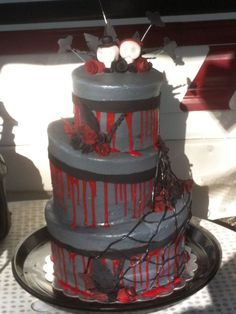 "accents in fondant. ""blood"" was red choc ganache. Choc Ganache, Halloween Wedding Cakes, Cake Art, Art Cakes, Centerpieces, Table Decorations, Sugar Art, Fondant, Icing"