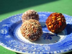 Raw Superfood Truffles (Scroll down for recipe) » These are a MUST try! They sound and look amazing!