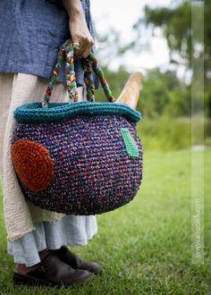피크닉 가방 [패키지] - 수작부리기 Hand Painted Stools, Diy Tie Dye Shirts, Knit Crochet, Crochet Granny, Picnic Bag, Knit Basket, Knitted Bags, Handmade Bags, Knitting Projects