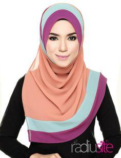 shawl hana #radiuste Flower Plants, Hijab Tutorial, Islamic Clothing, Hijab Styles, Beautiful Hijab, Neck Scarves, Neck Warmer, Hijab Fashion, Scarfs