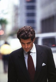 A short biography of john f kennedy jr an american lawyer journalist and magazine publisher
