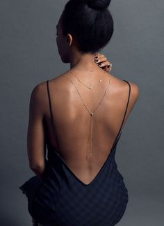 Back necklace - Open backs can be complimented and flattered by dropping jewellery loving this backward necklace trend – Back necklace Body Jewelry Shop, Body Chain Jewelry, Bold Jewelry, Prom Jewelry, Body Jewellery, Dainty Jewelry, Wedding Jewelry, Fashion Jewelry, Pandora Jewelry