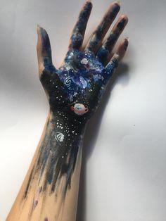 – ̗̀Art is way of survival ̖́- - Body Art Tumblr, Hand Kunst, Artist Aesthetic, How To Be Aesthetic, Aesthetic Body, Art Hoe, Hand Art, Art Inspo, Art Drawings