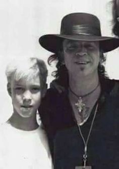 A very young Kenny Wayne Shepherd with the legendary blues icon Stevie Ray Vaughan Steve Ray Vaughan, Kenny Wayne Shepherd, Blues Artists, Music Artists, Stevie Ray, I Love Music, Blues Music, Rock Legends, Blues Rock