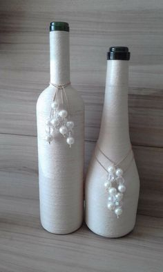 bottle crafts Awesome Home Decor Ideas on a Budget – Repurposed DIY Wine Bottle Crafts Glass Bottle Crafts, Wine Bottle Art, Painted Wine Bottles, Diy Bottle, Glass Bottles, Beer Bottles, Wine Bottle Centerpieces, Vases, Yarn Bottles