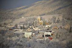 Pružina je obec na Slovensku v okrese Považská Bystrica.Nachádza sa v Strážovských vrchoch, na severovýchodných úpätiach najvyššieho vrchu Strážovskej vrchoviny Strážova, v doline Pružinky. Jej sú... Paris Skyline, Snow, Travel, Outdoor, Outdoors, Viajes, Destinations, Traveling, Outdoor Games