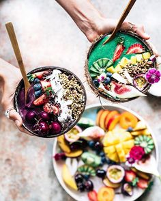 Healthy breakfast bowls never looked so pretty. All the fruit you can think of. Comidas Fitness, Roh Vegan, Breakfast Bowls, Breakfast Smoothies, Breakfast Ideas, Smoothie Bowl, Smoothie Recipes, Vegan Smoothies, Junk Food