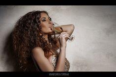 """Проект """"The Caviar"""" , шикарная Станислава @stasyunya2015  фотограф @tordua  , макияж и причёска @mrs_anna_light  , платье @dress_royal  #shik #golddress  #smokyeyes  #make up #blackcaviar  #caviar  #shampain #tordua  #luxurylife  #barvikha  #бессоннаяночь #lux"""